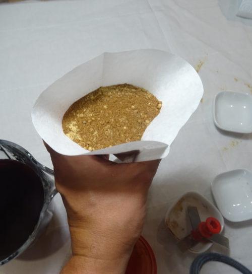 Hypocras - préparation du baluchon avec un filtre à café