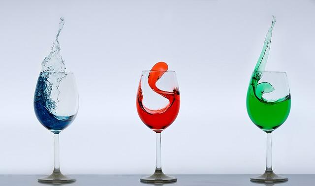 trois verres de vins aromatisés