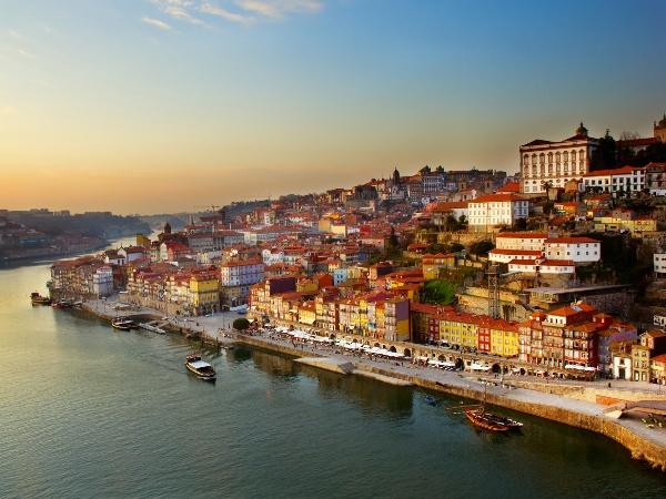 Vue du ciel sur la ville de Porto et son port