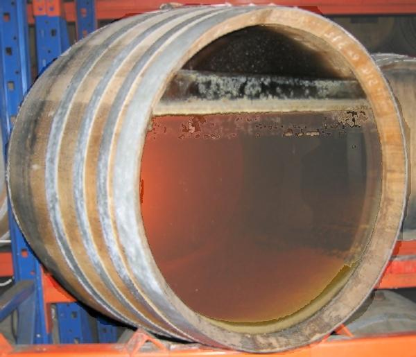 vue de l'action des levure sur cette coupe de barrique de vin jaune