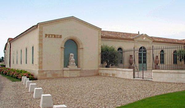 les portes de la maison Petrus à Pomerol
