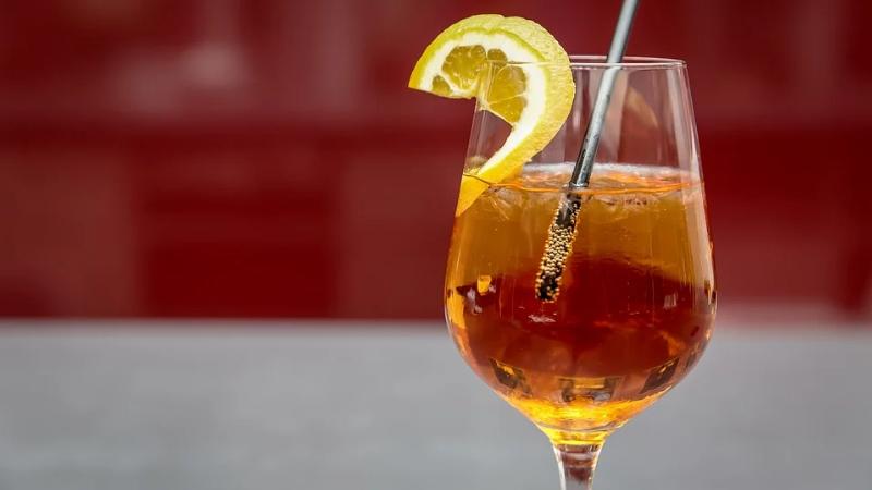 Spritz est un apéritif à base de vin
